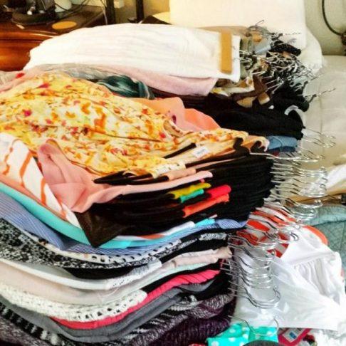 Triagem das roupas: monte um guarda roupa sazonal.