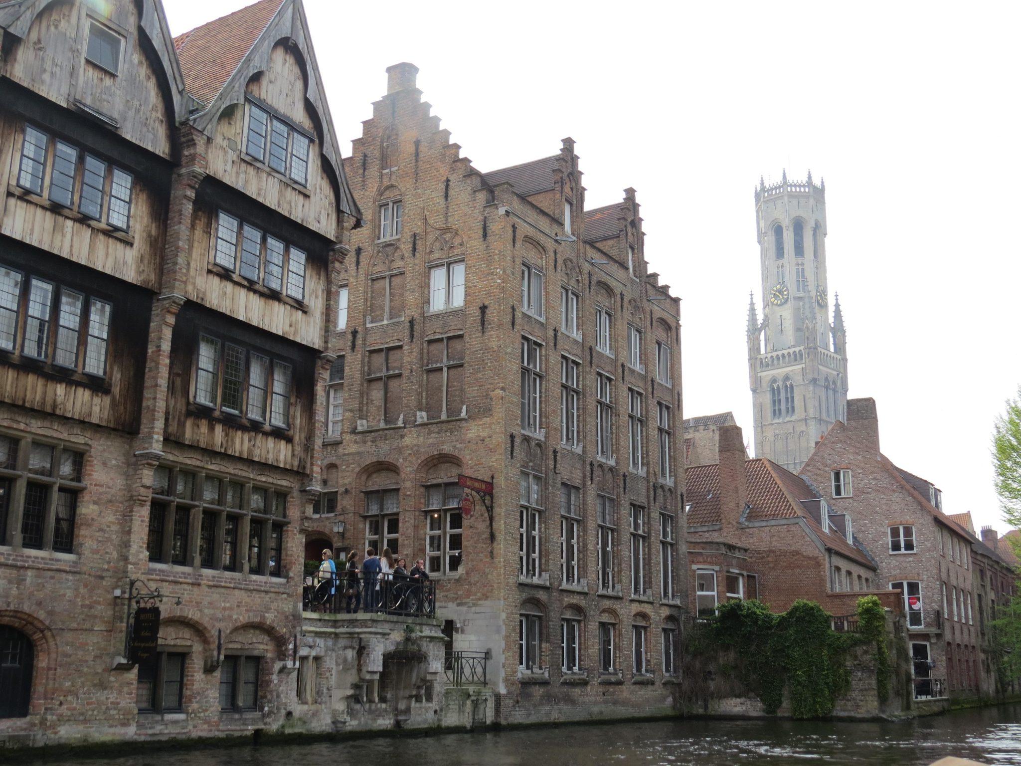 Passeio de barco pelo canais de Bruges
