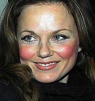 Erros de maquiagem: blush chinelada.