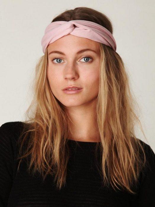 Cabelo podrinho com lenço como headband