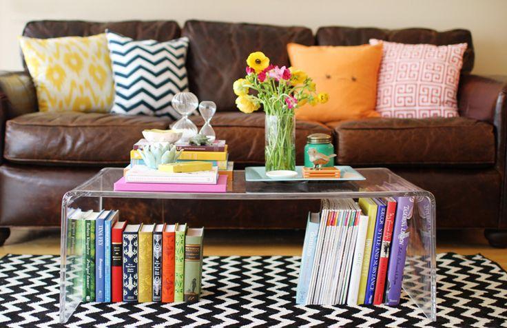 Livros sobre a mesa de centro