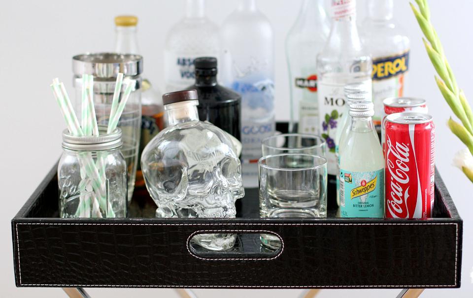 Ideias para decorar sua bandeja bar.