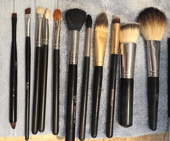 Como limpar pincéis de maquiagem.