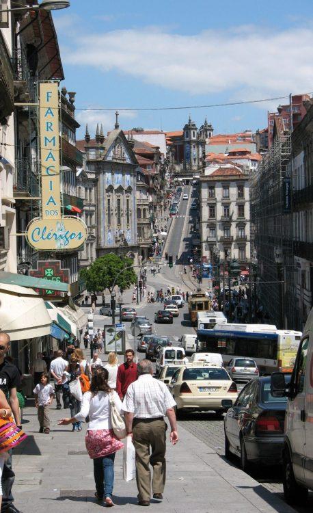 Rua da cidade do Porto.