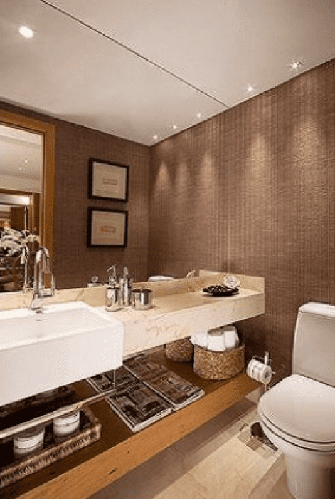 Papel de parede no banheiro.