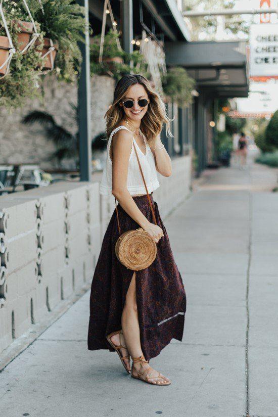 Bolsa de palha com saia.